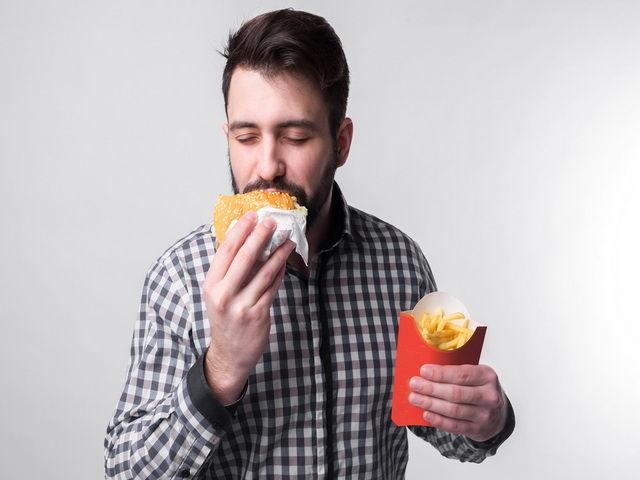 Porque las personas comen comida chatarra