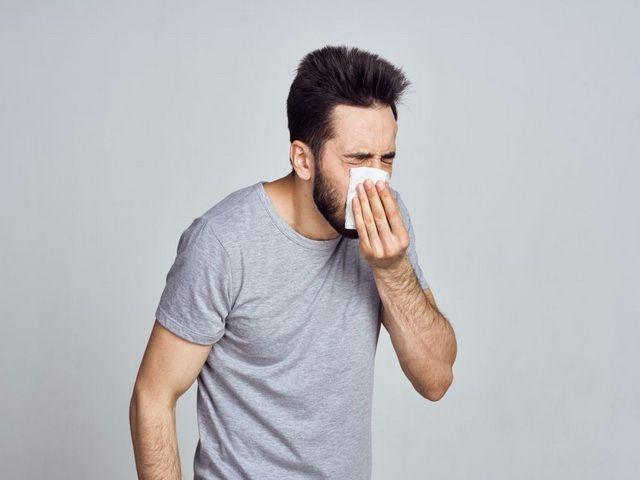 Porque las personas estornudan mucho