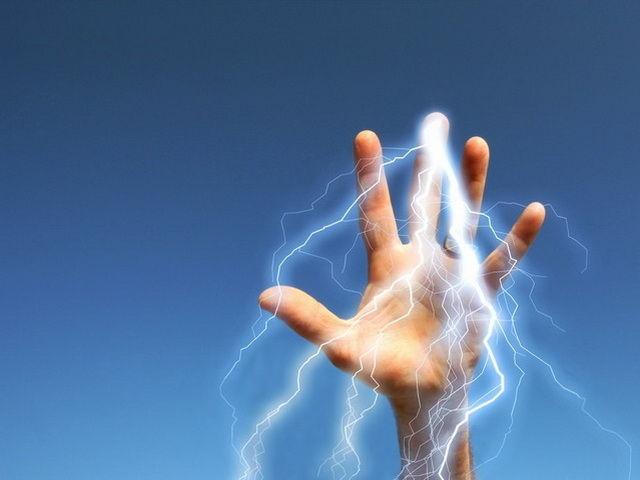 Porque las personas transmiten electricidad