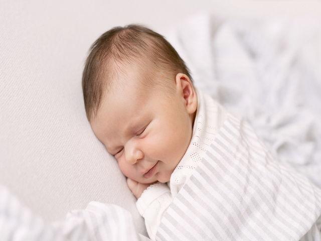 Porque los bebes se rien cuando duermen