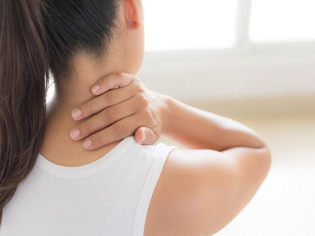 como aliviar el dolor de cuello hombros y espalda