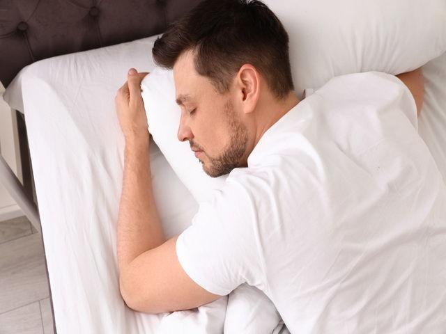 como aliviar el dolor de cuello y hombros por estres