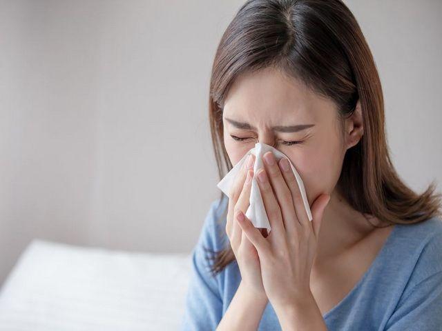 por que una persona estornuda mucho