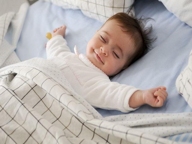 porque los bebes recien nacidos se rien cuando duermen